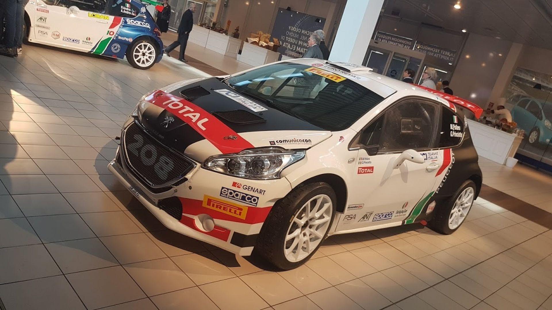 Peugeot sport italia al cir 2018 con tre peugeot 208 una for Tre box auto