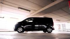Peugeot Traveller vista laterale