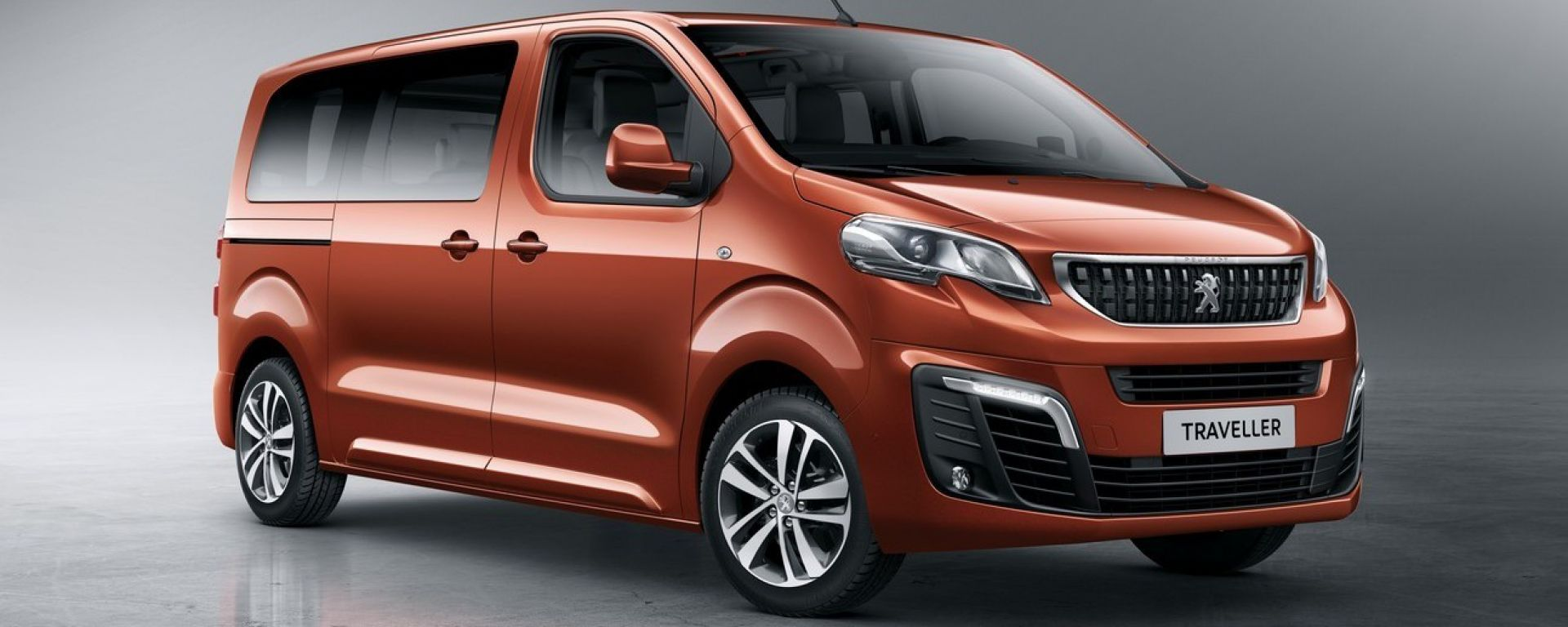 Peugeot Traveller, Citroen Spacetourer e Toyota Proace
