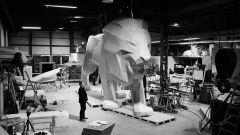 Peugeot: un leone di 4 metri e mezzo per Ginevra 2018 - Immagine: 1