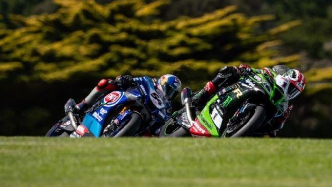 Phillip Island 2020, Toprak Razgatlioglu (Yamaha) e Jonathan Rea (Kawasaki)