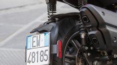 Piaggio Beverly 300 2021: il nuovo portatarga collocato sulla ruota
