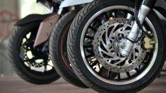 Piaggio Beverly 300, Honda SH300i e Yamaha Xmax 300: avantreni a confronto