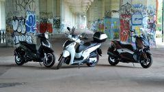 Piaggio Beverly 300, Honda SH300i e Yamaha Xmax 300: vista 3/4 anteriore