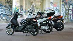 Piaggio Beverly 300, Honda SH300i e Yamaha Xmax 300: vista 3/4 posteriore