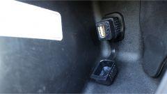 Piaggio Beverly 300 Police: la presa USB nello scudo