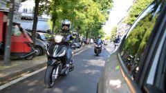 Piaggio Beverly 300 tallonato dallo Yamaha X-Max 300