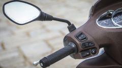 Piaggio Medley 125: frecce, luci, avvisatore acustico e il pulsante per sbloccare la sella