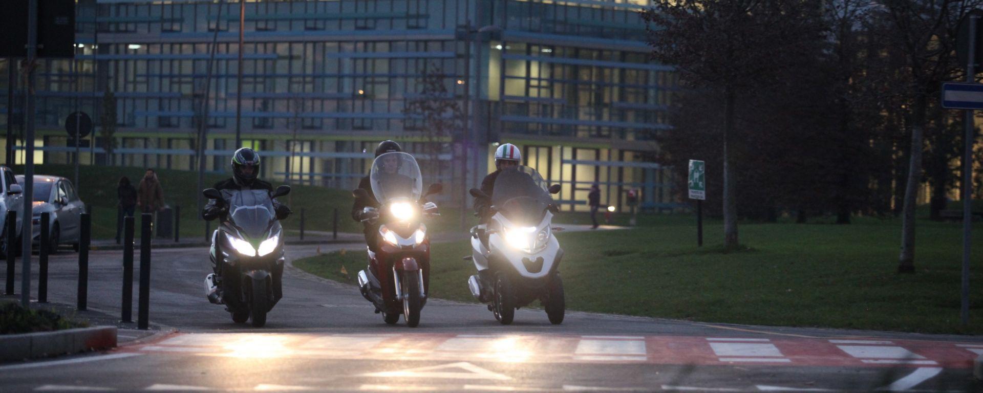 Piaggio Mp3 300 vs Kawasaki J300 vs Honda SH300i ABS