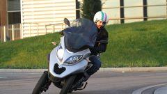 Piaggio Mp3 300 vs Kawasaki J300 vs Honda SH300i ABS - Immagine: 12