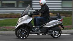 Piaggio Mp3 300 vs Kawasaki J300 vs Honda SH300i ABS - Immagine: 14
