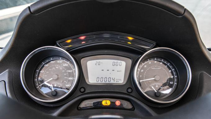 Piaggio MP3 400 hpe 2021: la strumentazione