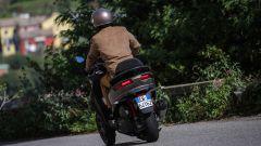 Piaggio MP3 500 hpe Sport Advanced 2021: vista 3/4 posteriore