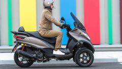 Piaggio MP3 500 hpe Sport Advanced 2021: vista laterale