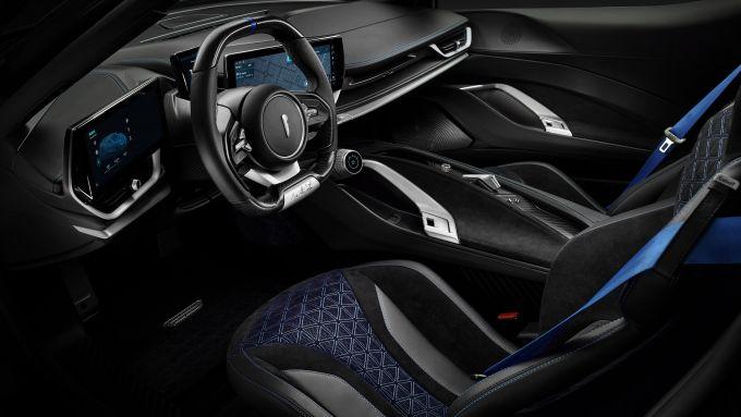 Pininfarina Battista: l'abitacolo lussuoso e super tecnologico dell'auto elettrica