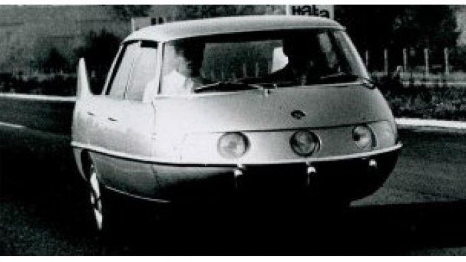 Pininfarina Model X durante una prova su strada
