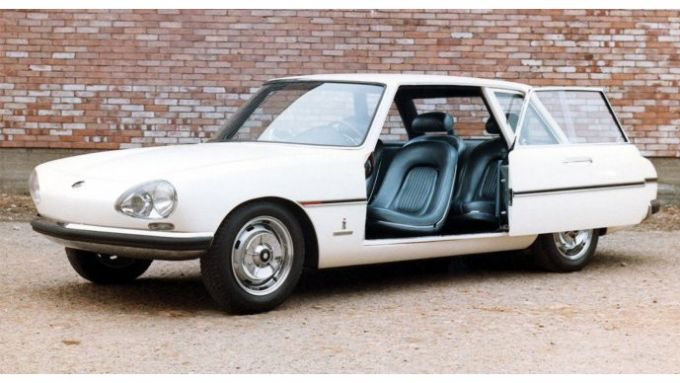 Pininfarina PF Sigma con l'originale apertura delle portiere
