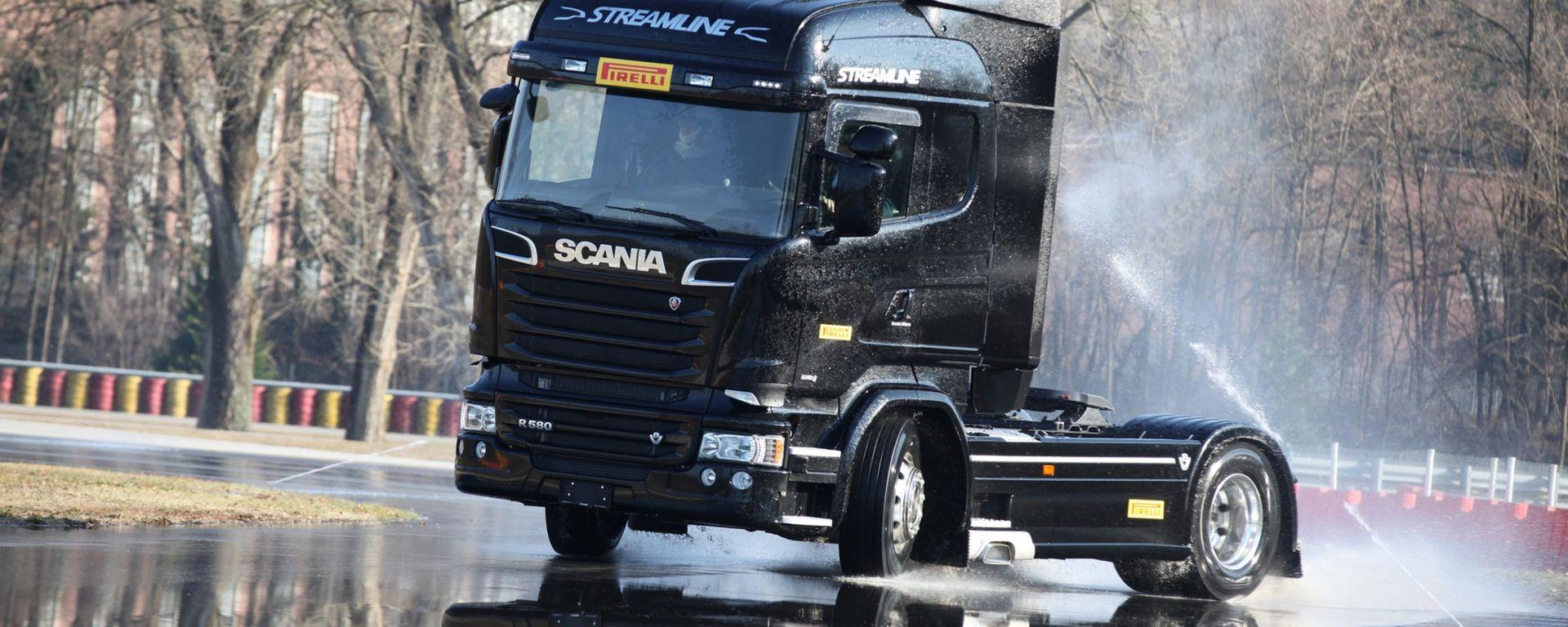 Pirelli: uno Scania per laboratorio