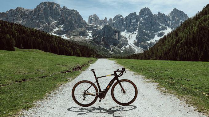 Pirelli Cycl-E: il modello e-gravel Montages