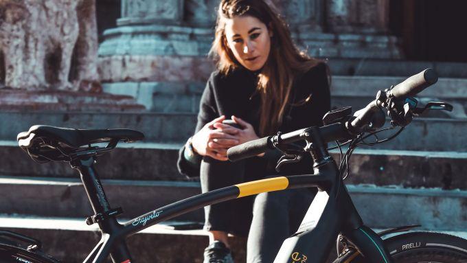 Pirelli Cycl-e WT: la sciatrice Sofia Goggia con una Pirelli Nomades