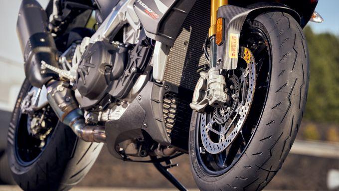 Pirelli Diablo Rosso IV: il disegno all'anteriore