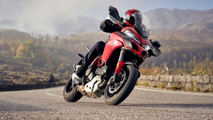 Pirelli Diablo Rosso IV: per moto sportive, naked e crossover