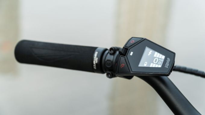 Pirelli Nomades: il display sul manubrio