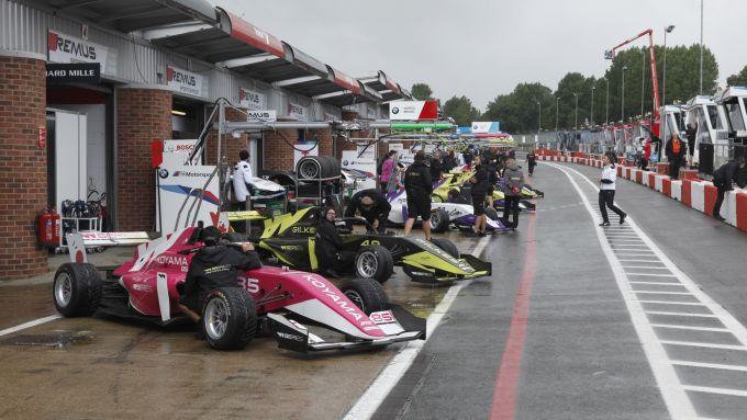 Pista bagnata nelle prime libere della W-Series 2019 a Brands Hatch