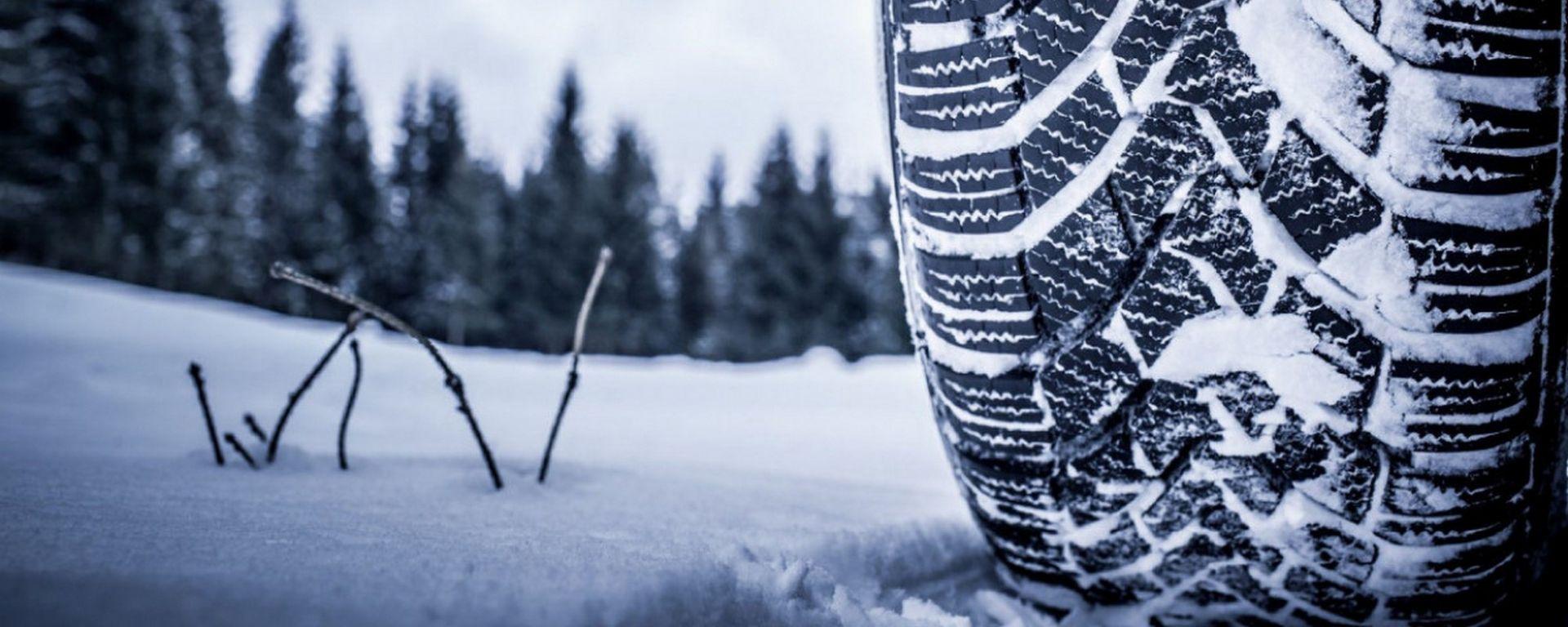 Pneumatici invernali, il 15 novembre scatta l'obbligo