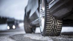 Pneumatici invernali: per legge il battistrada minimo è di 1,6 mm, meglio sostituirle prima, però