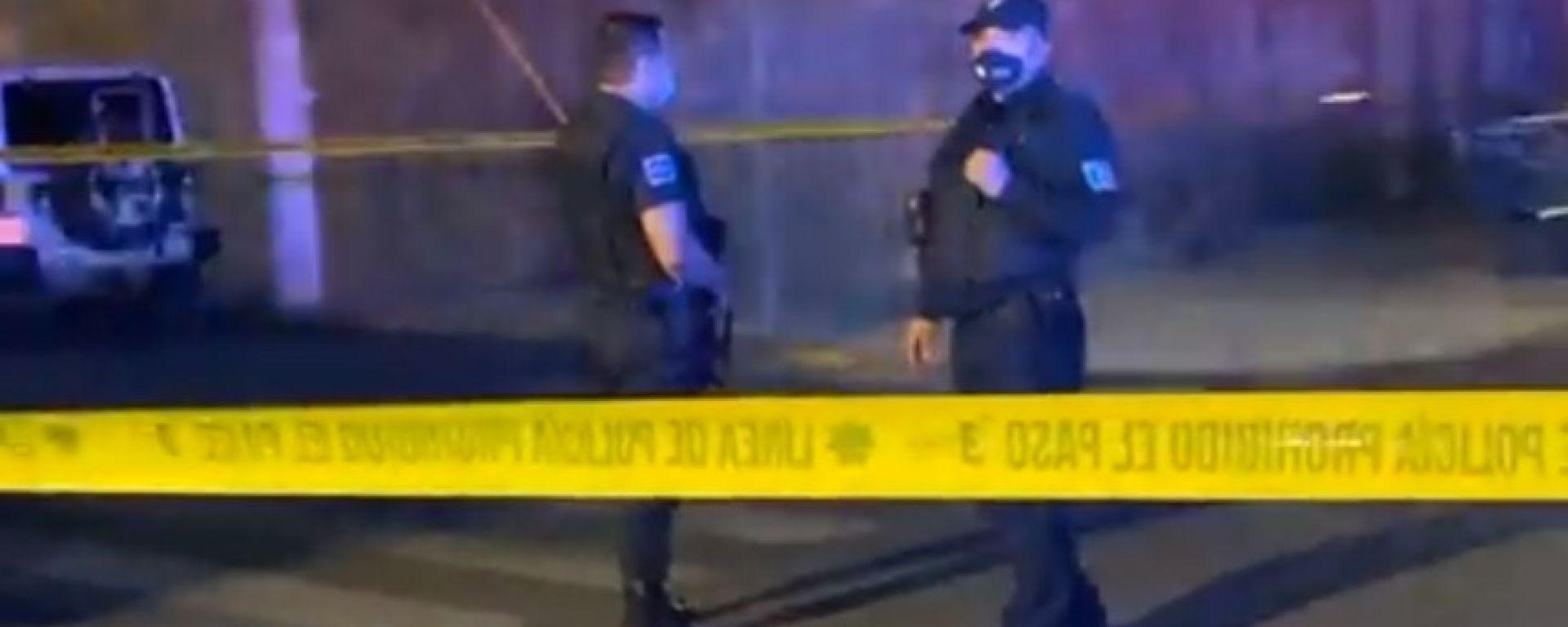 Poliziotti nei pressi della casa di Sergio Perez