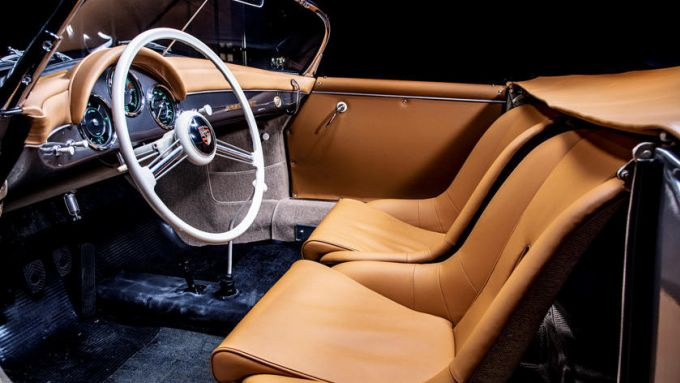 Porsche 356 Speedster: l'abitacolo riportato agli antichi splendori