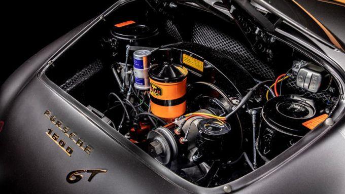 Porsche 356 Speedster: l'auto è venduta con due motori