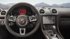 Porsche 718 Boxster GTS e 718 Cayman GTS, volante in Alcantara