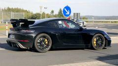 Porsche 718 Cayman GT4 RS 2020: ala posteriore più grande