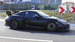 Porsche 718 Cayman GT4 RS 2020: cofano anteriore in carbonio