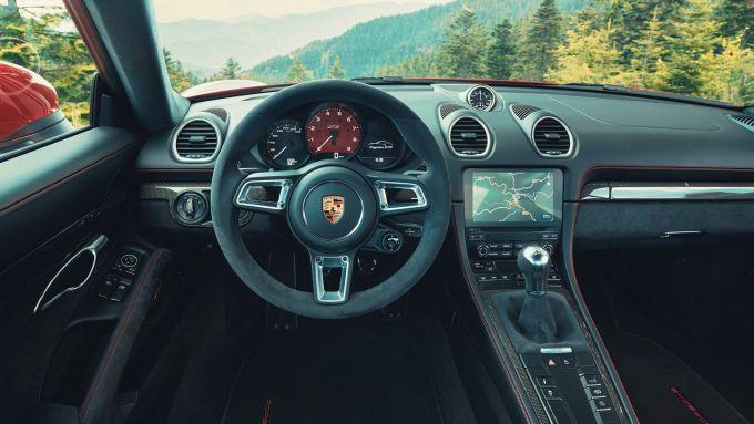 Porsche 718 Cayman GTS 4.0: gli interni