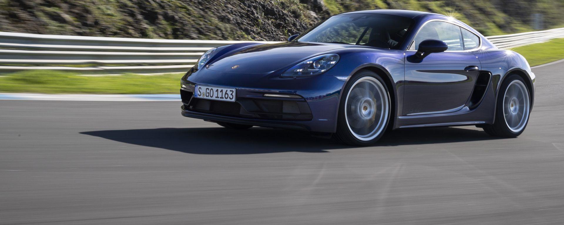 Porsche 718 Cayman GTS 4.0: il frontale