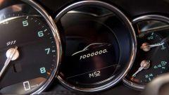 Porsche 911 1.000.000: cornici cromate e caratteri verdi