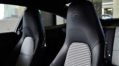 Porsche 911 1.000.000: sedili in tessuto pied de poule