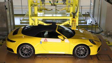 Porsche 911 (992): in costruzione nello stabilimento di Stoccarda
