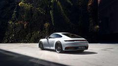 Porsche 911 Carrera 4 Coupé: vista 3/4 posteriore