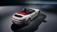 Porsche 911 Carrera Cabriolet 2019: la macchina aperta vista dall'alto