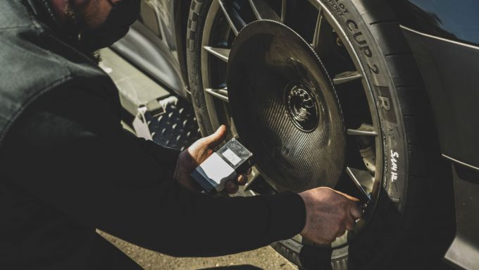Porsche 911 GT2 RS: i dischi aerodinamici sulle ruote