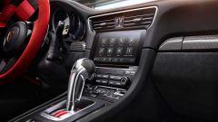 Porsche 911 GT2 RS: la nave affonda e riprende la produzione - Immagine: 12
