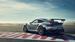 Porsche 911 GT2 RS: la nave affonda e riprende la produzione - Immagine: 16