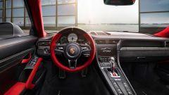 Porsche 911 GT2 RS: la nave affonda e riprende la produzione - Immagine: 10
