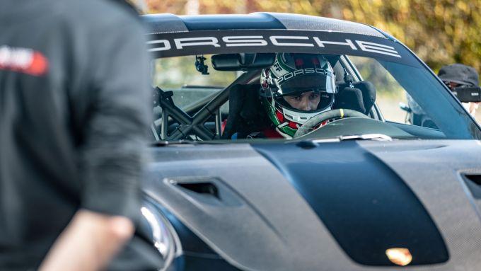 Porsche 911 GT2 RS: Lars Kern concentrato prima di partire