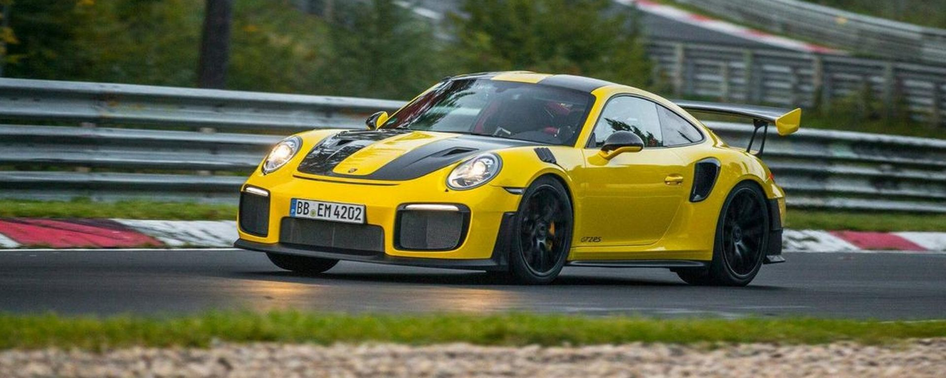 Porsche 911 GT2 RS: record al Ring, battute 918 e Huracan