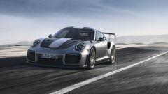 Porsche 911 GT2 RS: sfida in pista tra Rohrl e Webber